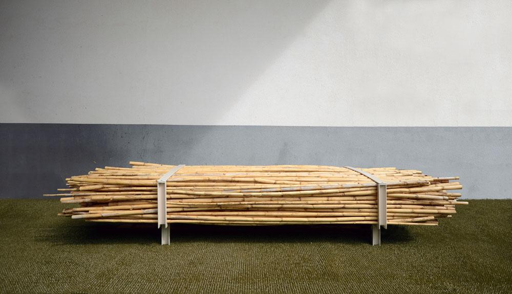 F001 bench 01 LR
