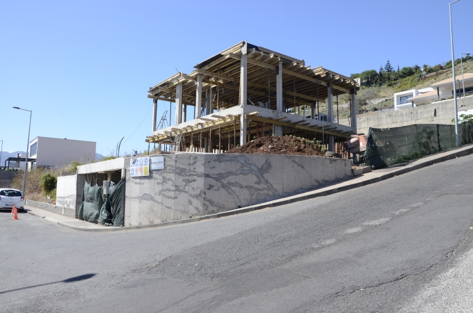 House in Ajuda reaches highest point